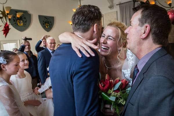 Vader geeft dochter weg op bruiloft in Landgoed Hotel Groot Warnsborn te Arnhem