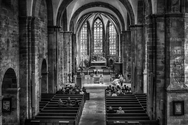 Een bruiloft in een grote kerk in Zutphen.